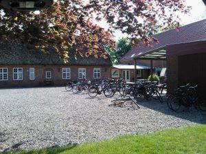 cykler i gårdspladsen